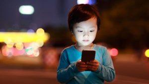 Излучение от смартфонов: насколько это опасно и как себя защитить
